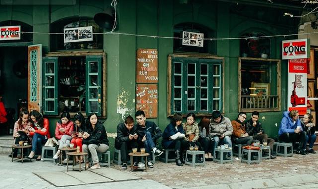 Вьетнамское уличное кафе и кофе