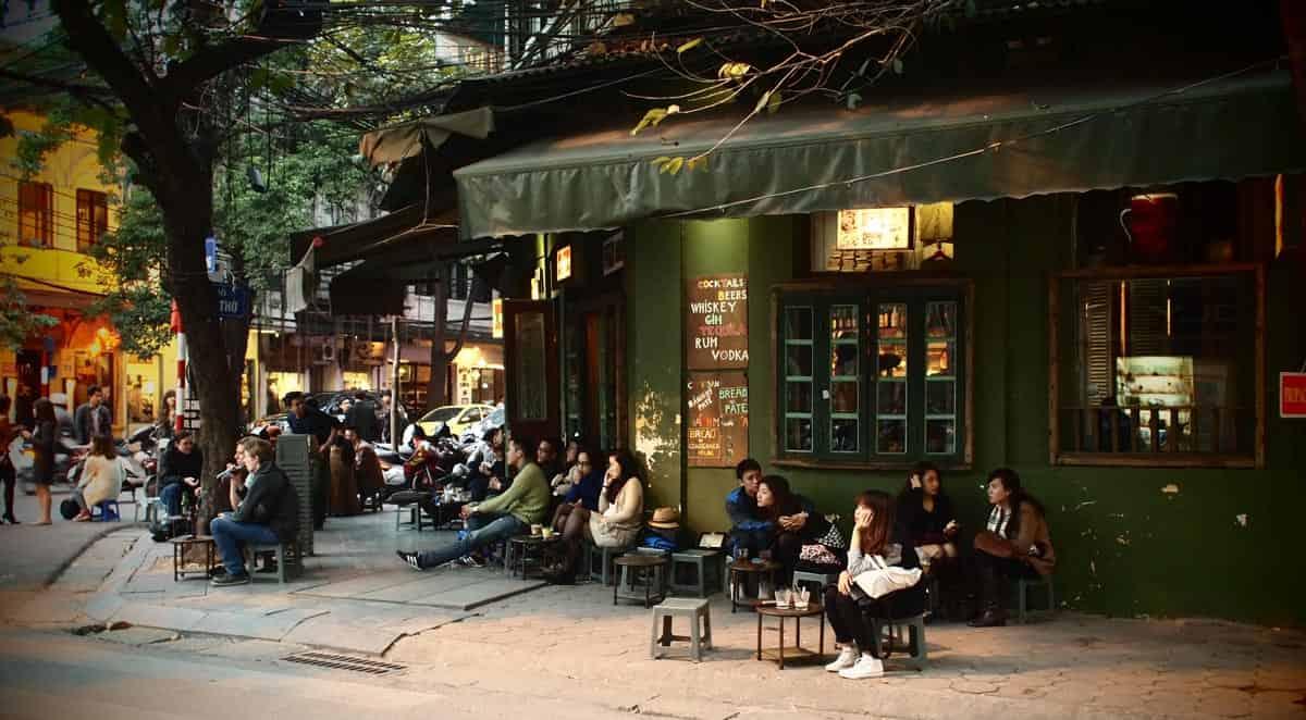 Вьетнамцы пьют кофе даже ночью