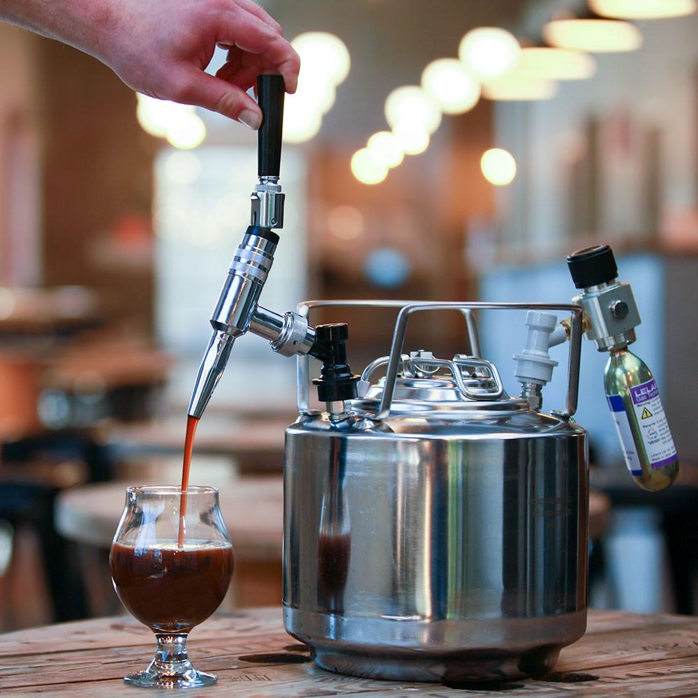 Нитро-кофе получается при насыщении кофе холодной фильтрации азотом