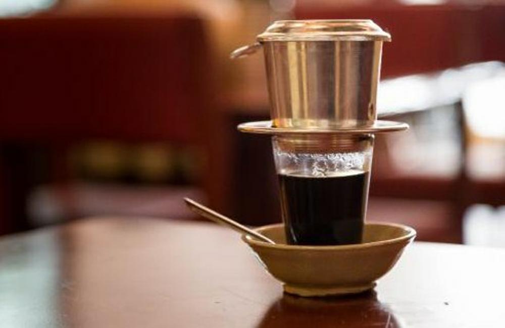 Кофе по-вьетнамски готовится с помощью фин фильтра